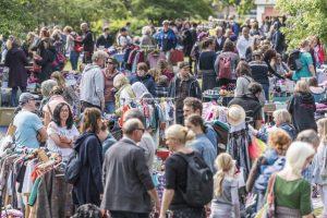 Am Samstag lockt zum letzten Mal in dieser Saison der Flohmarkt auf die Promenade vom Schloss bis zum Aasee. (Foto: Carsten Pöhler)
