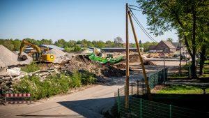 Weil die Versorgung über Strommasten gesichert ist, gehen die Abrissarbeiten auf dem Gelände der ehemaligen York-Kaserne zügig voran. (Foto: Stadtwerke Münster)