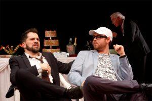 """""""Extrawurst"""" im Wolfgang Borchert Theater mit u.a. (v.l.) Florian Bender, Johannes Langer nd Jürgen Lorenzen. (Foto: Klaus Lefebvre)"""