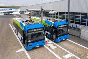 Die beiden neuen Elektrobusse werden an der Ladestation am Busdepot mit Ökostrom geladen. (Foto: Stadtwerke Münster)