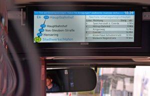 Nächste Umstiegsmöglichkeiten in der Linie E6: So sieht der neue Service der Stadtwerke im Bus aus. (Foto: Stadtwerke)