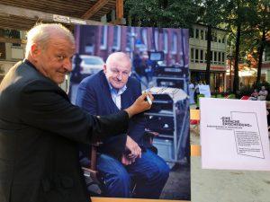 Leonard Lansink, Schirmherr der Krebsberatungsstelle in Münster, eröffnete die Ausstellung. (Foto: Markus Hauschild)