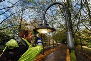 Die neue LED-Beleuchtung spendet helleres Licht auf der Promenade und spart gleichzeitig Energie. (Foto: Stadtwerke/Pressefoto)