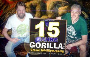 Die Gorilla Bar feiert Jubiläum. Die Betreiber Bernd Redeker (li.) und Reiner Schlag laden zum Geburstagswochenende. (Foto: Gorilla Bar)