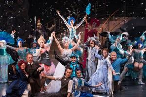 """Das Ensemble der Operette von """"Frau Luna"""" im Theater. (Foto: Oliver Berg)"""