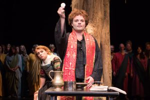 Daniel Rothaug spielt überzeugend den jungen Martinus Luther. (Foto: Oliver Berg)