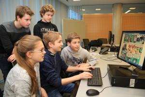 Medienscouts des Gymnasiums St. Mauritz absolvierten mit sieben weiteren Schulteams einen Aufbauworkshop zu aktuellen Trends im Medienbereich. (Foto: Stadt Münster)