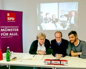 Eine Stadtbahn für Münster wollen (v.l.) Michael Kleyboldt, Dr. Michael Jung und Thomas Fastermann von der SPD-Ratsfraktion ins Rollen bringen. (Foto: Hallo Münster / awi)