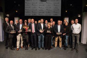 Preisträger, Laudatoren und Jury-Mitglieder genießen den gelungenen Abend der Preisverleihung des Journalistenpreis. (Foto: Arne Pöhnert)