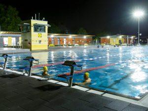 Mit dem Flutlicht-Abschwimmen in der Coburg wurde am Samstag die Freibad-Saison beendet. (Foto: Stadt Münster)