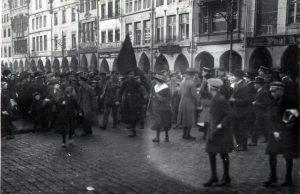 Vor 100 Jahren: Revoltierende Mengen auf dem Prinzipalmarkt am 9. November 1918. Foto: Stadt Münster / Sammlung Stadtarchiv