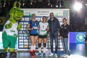 Libera Lisa Thomsen erhielt nach Spielende die MVP-Medaille in Gold. Silber ging an Tereza Patockova vom VfB Suhl. (Foto: Stefan Gertheinrich)