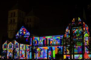 Münsters Dom in ungewohntem Licht. (Foto: th)