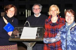 Freuen sich auf eine Neuauflage von Johann Sebastian Bachs Weihnachtsoratoriom als Mitmach-Konzert: v.l.n.r. Orchestermanagerin Hanne Feldhaus-Tenhumberg, Musikalischer Leiter Prof. Gijs van Schoonhoven, Sopranistin Evelyn Ziegler und Moderatorin Ursula van der Linde-Bancken.