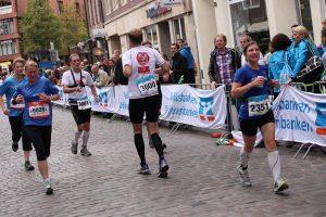 Rückwärtsläufer Markus Jürgens beim Münster Marathon 2014. (Foto: Hubertus Festring)