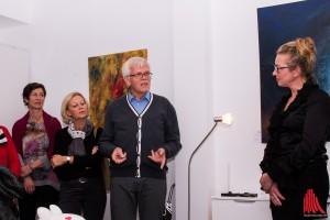 (v.r.:) Künstlerin Grit Gerstmann mit Manfred und Anette Blomberg von der Kinderkrebshilfe Münster e.V. (Foto: cb)