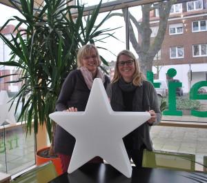 Kirsten Wegener-Bücker (li.) und Nicole Lau aus dem Team der FreiwilligenAgentur Münster machen sich stark für Engagement in der Weihnachtszeit. (Foto: Pressebild)