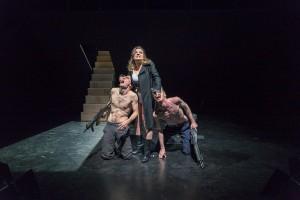 Die Sprache zwischen Mary (Mareike Fiege), Tom (Shaun Fitzpatrick) und Tomtom (Schneider) ist die der Gewalt. (Foto: Erich Saar)