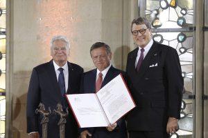 (v.l.) Bundespräsident Joachim Gauck, König Abdullah II. von Jordanien und WWL-Vorsitzender Dr. Reinhard Zinkann. (Foto: WWL)