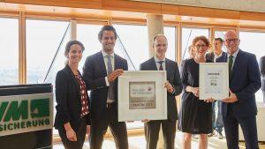 """Guido Hilchenbach, Anke Holste und Dr. Mathias Kleuker (v. r.) freuen sich über die Auszeichnung der Initiative """"Gesunde Unternehmen"""", übergeben durch Katja Weigand und Steffen Klink (links im Bild). (Foto: LVM)"""