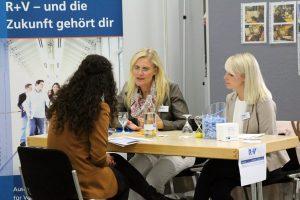 130 Unternehmen präsentierten ihreAusbildungsplätzebeim IHK-Azubi-Speed-Dating und führten mit Bewerbern erste Gespräche. (Foto: IHK)