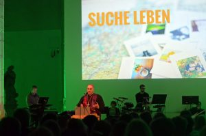 """Mehr als 300 Jugendliche waren zur Jugendkatechese unter dem Motto """"Suche Leben"""" in die Jugendkirche """"effata"""" nach Münster gekommen. (Foto: Bischöfliche Pressestelle/Ann-Christin Ladermann)"""