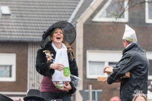 Die Amelsbürener Lady Carneval beim Karnevalsumzug. (Foto: Carsten Pöhler)