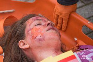 Notfalldarsteller der Johanniter-Akademie spielen die teils schwerverletzten Opfer. (Foto: Carsten Pöhler)