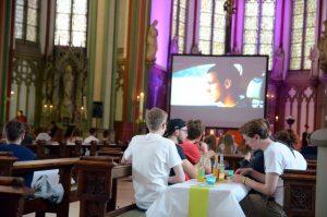 72 Stunden lang bot die Pfarrei Heilig Kreuz in Münster die Gelegenheit, beim Kreuzkirchenkino über Freundschaft nachzudenken. (Foto: Bischöfliche Pressestelle / Ann-Christin Ladermann)