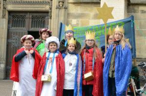 Engagiert zogen die Sternsinger im Stadtdekanat Münster von Haus zu Haus – und sammelten auch vor der St.-Lamberti-Kirche für Kinder in Not. (Foto: Bischöfliche Pressestelle/Ann-Christin Ladermann)
