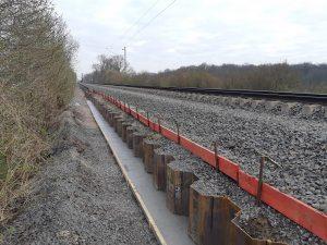 Mit dem Einbau der Spundwände ist die Bahn im Zeitplan, aber nun muss der Oberbau komplett saniert werden. (Foto: Deutsche Bahn AG)