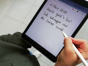 Münsterland literarisch: Wer will 2020 vier Monate lang die Region in Worte fassen? Schreiben am Tablet (Foto: Münsterland e.V.)
