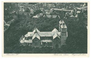 Luftaufnahme von Dom und Domplatz, datiert 1930, beschrieben 1936. (Foto: Stadt Münster / Sammlung Stadtmuseum)