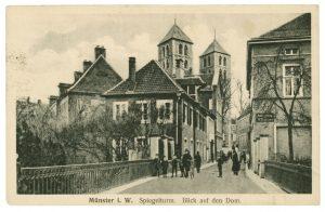 Blick vom Spiegelturm zum Dom. Dieses Postkartenmotiv ging 1918 auf Reisen. (Foto: Stadt Münster / Sammlung Stadtmuseum)