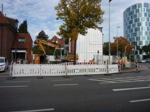 Das Eckgrundstück an der Metzer Straße / Hammer Straße erhält einen neuen Kanalanschluss. Während der Arbeiten kann von der Hammer Straße aus nicht in Richtung Inselbogen abgebogen werden. (Foto: Stadt Münster)