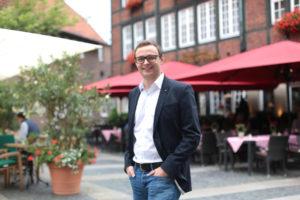 Moritz Ludorf vom Kleinen Kiepenkerl ist einer der Gastronomen in Münster, die ihre Speisen nach Schließung der Restaurants über das Internet-Portal hungrig.ms anbieten. Geliefert wird bis zur Wohnungstür. (Foto: Münsterland e.V.)