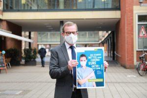 Wolfgang Heuer, Leiter des städtischen Krisenstabs, präsentiert Anti-Corona-Kampagne. (Foto: Stadt Münster)