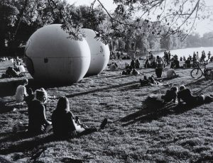 """Aus der Ausstellung """"Auf Münster fixiert. Fotografien von Berthold Socha 1970 – 2020"""". (Foto: Socha)"""