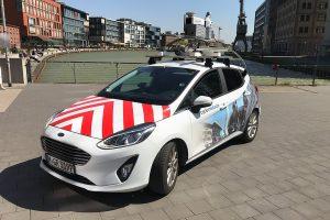Deutlich ist der auffällige Kameraaufbau auf dem Dach des Fahrzeugs zu erkennen, mit dem die 3D-Befahrung der Stadt durchgeführt werden (Foto: Stadt Münster)