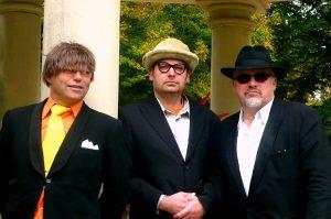 Die 3 Nikoläuse treten am Samstag im Biergarten Schlossplatz Münster auf. (Foto: Marita Kniesel)