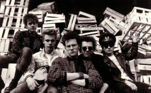 So musste man als Punk damals in die Kamera blicken: Steve, Frank, Adam, Fast Gonzo und Carsten 1986 am münsterschen Hafen (Foto: Ingrid Bleil)