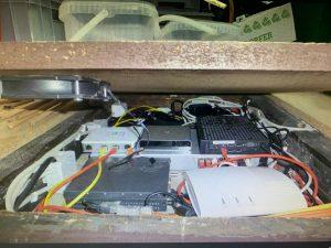 Die Polizei stellte unter anderem in einer Zwischendecke in der Gartenhütte Datenträger sicher, auf denen der Missbrauch dokumentiert ist. (Foto: Polizei Münster)