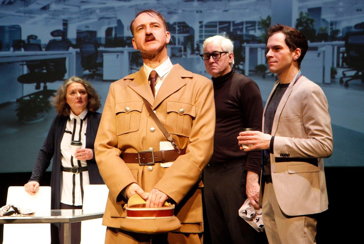 """Premiere von """"Er ist wieder da"""" im Borchert. (Foto: Klaus Lefebvre)"""