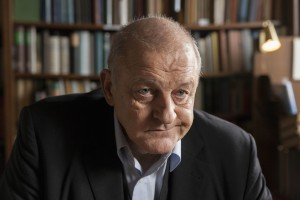 In der neuen Folge muss Wilsberg (Leonard Lansink) Kommissar Overbeck aus der Patsche helfen. (Foto: ZDF / Thomas Kost)