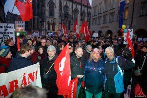 Fast 10.000 Münsteraner protestierten im Februar 2017 auf dem Prinzipalmarkt gegen die AfD (Archivbild: Carsten Bender)