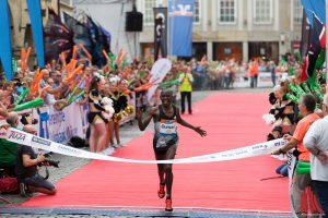Münster Marathon: Duncan Koech aus Kenia kam nach 2:12:59 als erster ins Ziel. (Foto: cabe)