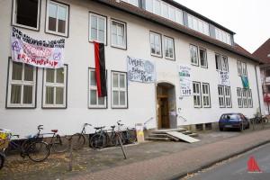 Das seit Jahren leerstehende ehemalige Hauptzollamt in der Sonnenstraße 85 ist besetzt. (Foto: cabe)