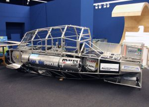 Das Shark Observer Vehicle wird im Ausstellungsraum für die Eröffnung in Szene gesetzt. (Foto: LWL/Fialla)
