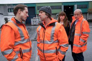 """(v.r.:) Wilsberg (Leonard Lansink), Alex (Ina Paule Klink) und Ekki (Oliver Korittke) ermitteln im neuen Fall """"Die Nadel im Müllhaufen"""" bei der Entsorgungsfirma """"Mynster Myll. (Foto: ZDF / Thomas Kost )"""