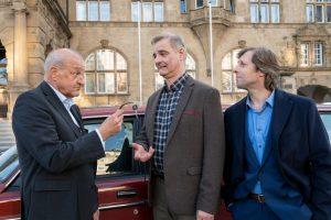 Wiedersehen in Bielefeld (v.l.): Wilsberg (Leonard Lansink), Manni (Heinrich Schafmeister) und Ekki (Oliver Korittke). (Foto: ZDF / Thomas Kost)